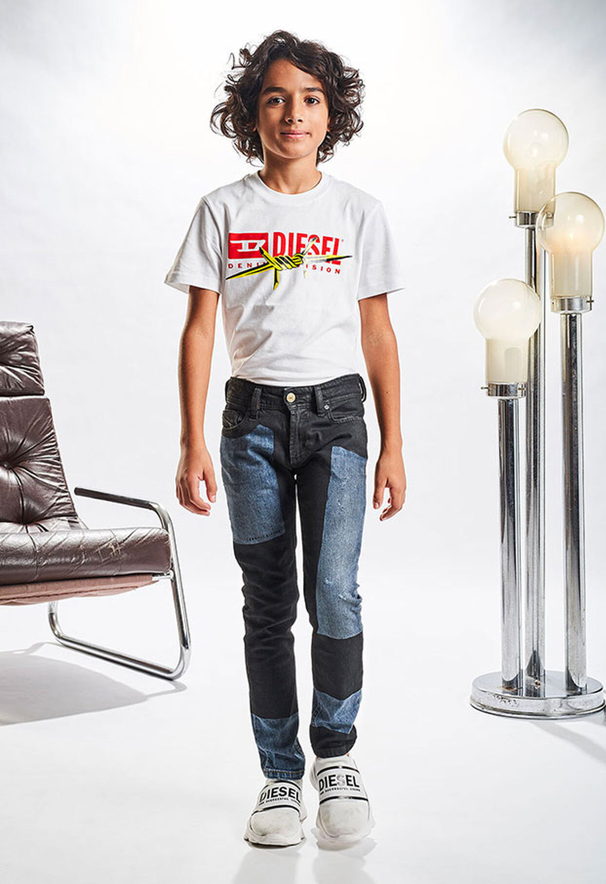https://hu.diesel.com/dw/image/v2/BBLG_PRD/on/demandware.static/-/Library-Sites-DieselMFSharedLibrary/default/dw333e1848/CATEGORYOV/2x2_denim-junior_5.jpg?sw=1244&sh=1814