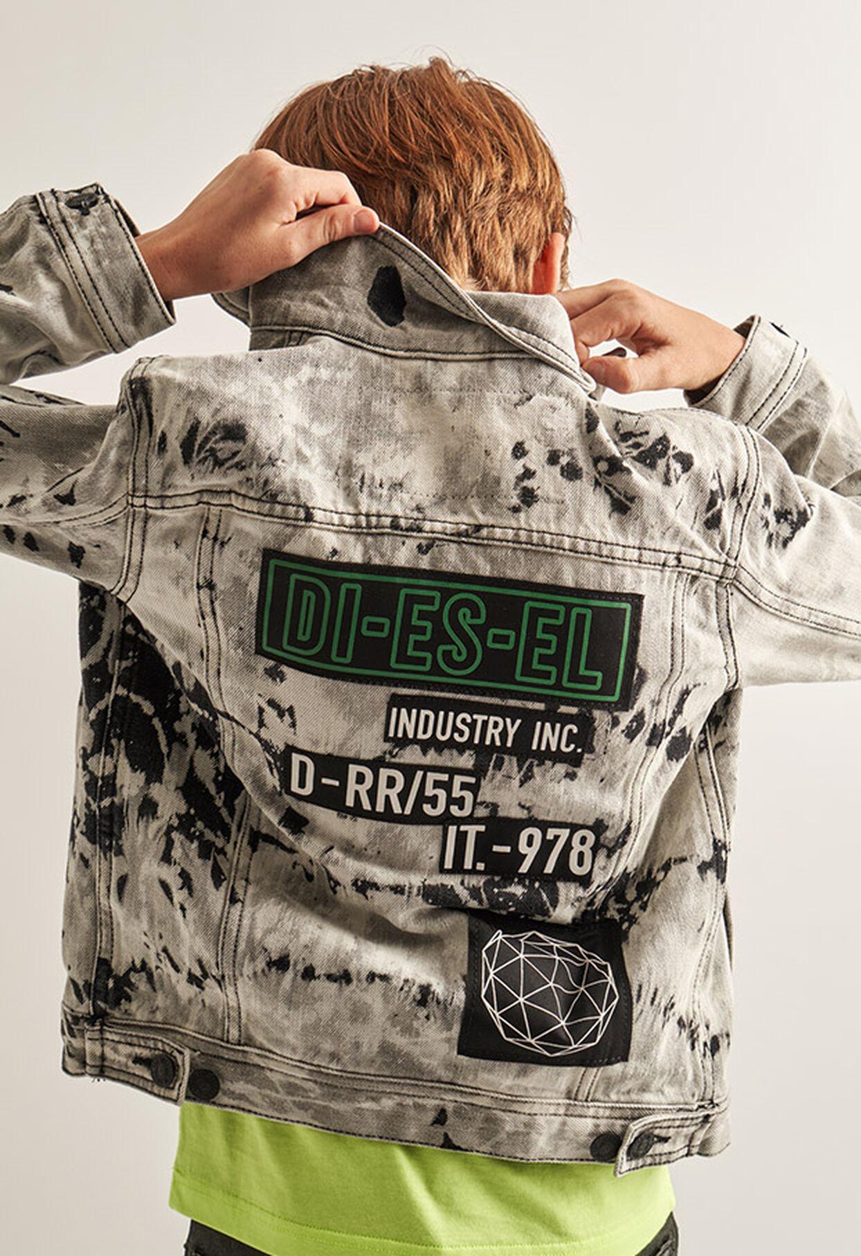 https://hu.diesel.com/dw/image/v2/BBLG_PRD/on/demandware.static/-/Library-Sites-DieselMFSharedLibrary/default/dw9fd09078/CATEGORYOV/2x2_90.jpg?sw=1244&sh=1814