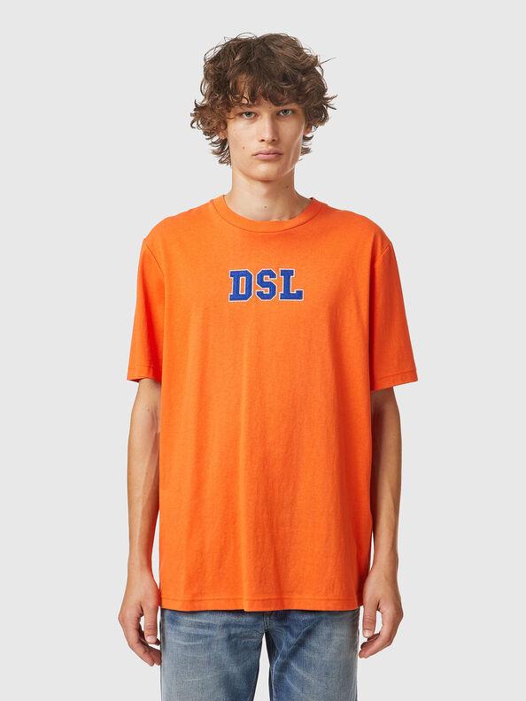 https://hu.diesel.com/dw/image/v2/BBLG_PRD/on/demandware.static/-/Sites-diesel-master-catalog/default/dw0bbf32c3/images/large/A03507_0QCAH_34H_O.jpg?sw=594&sh=792