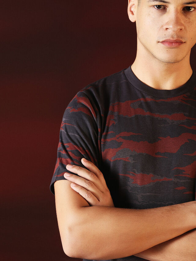 Diesel - DVL-TSHIRT-CAMU-SPECIAL COLLECTION, Red/Black - T-Shirts - Image 7