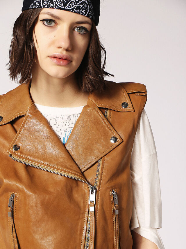 L-RATA, Brown Leather