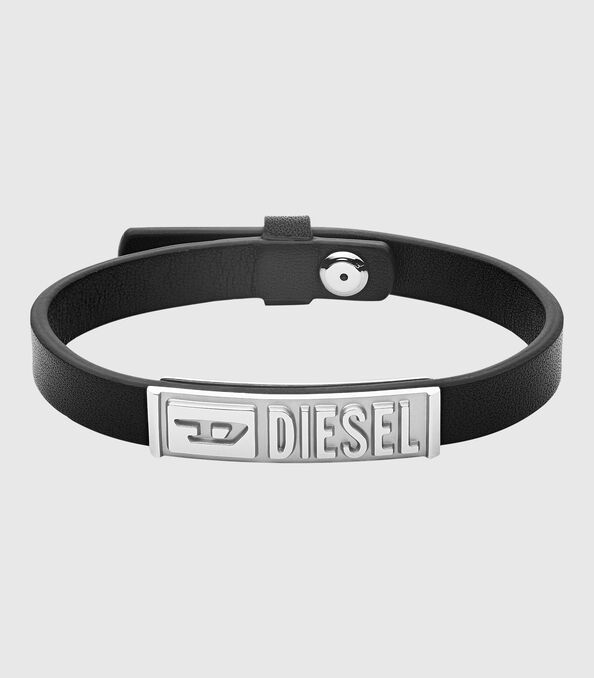 https://hu.diesel.com/dw/image/v2/BBLG_PRD/on/demandware.static/-/Sites-diesel-master-catalog/default/dw895c5118/images/large/DX1226_00DJW_01_O.jpg?sw=594&sh=678