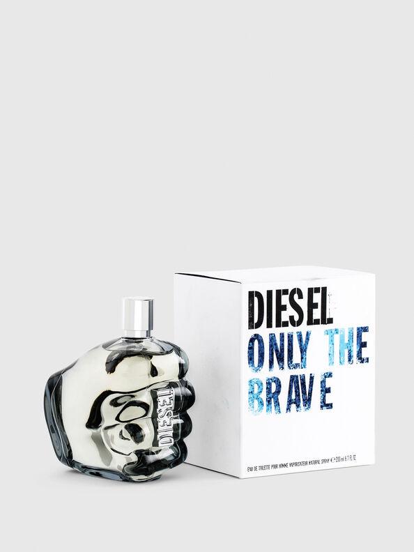 https://hu.diesel.com/dw/image/v2/BBLG_PRD/on/demandware.static/-/Sites-diesel-master-catalog/default/dwa36491ac/images/large/PL0305_00PRO_01_O.jpg?sw=594&sh=792