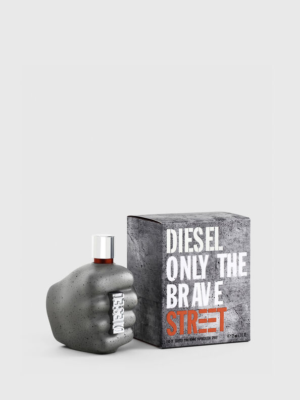 https://hu.diesel.com/dw/image/v2/BBLG_PRD/on/demandware.static/-/Sites-diesel-master-catalog/default/dwd6618be9/images/large/PL0458_00PRO_01_O.jpg?sw=594&sh=792